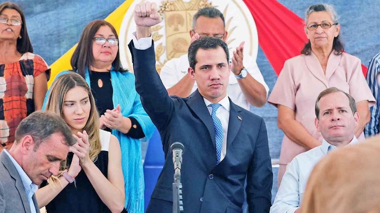 Juan Guaidó está más débil en Venezuela, pero fortalecido en la escena internacional