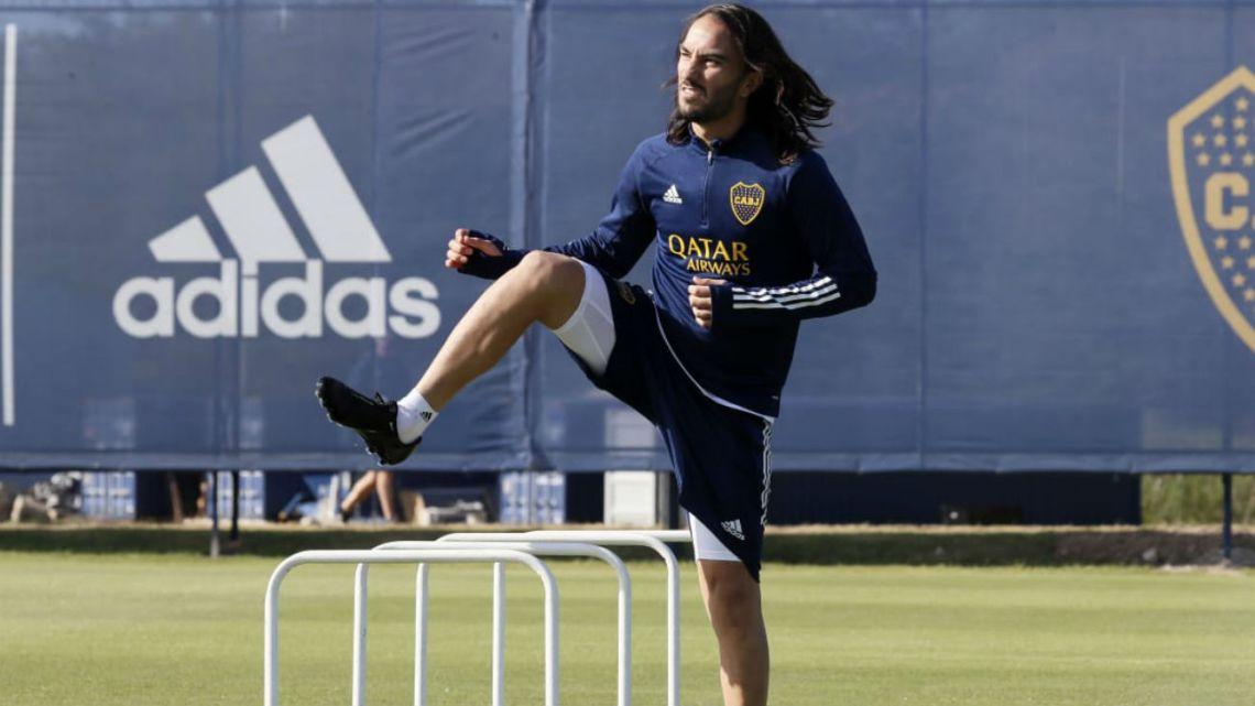 Sebastián Pérez se entrenó en Boca y estallaron los memes por su pelo