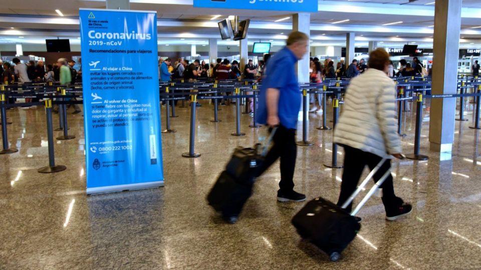 Operativo de control contra el coronavirus en el Aeropuerto Internacional de Ezeiza
