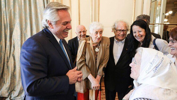 Alberto Fernández y Nora Cortiñas en febrero en Casa Rosada.
