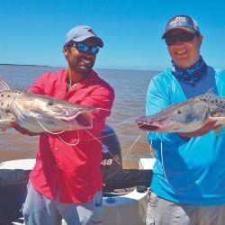 Doblete de surubíes para Elías y Mauro, pescando con morenas del tipo botellonas.
