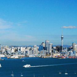 El clima en Auckland, Nueva Zelanda, es templado, con precipitaciones moderadamente altas y muchas horas de sol.