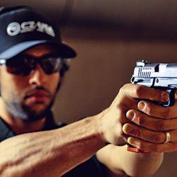 Nos encontramos con la nueva Dan Wesson DWX, una interesante pistola que se presenta como un híbrido entre la CZ 75 y la Colt 1911.