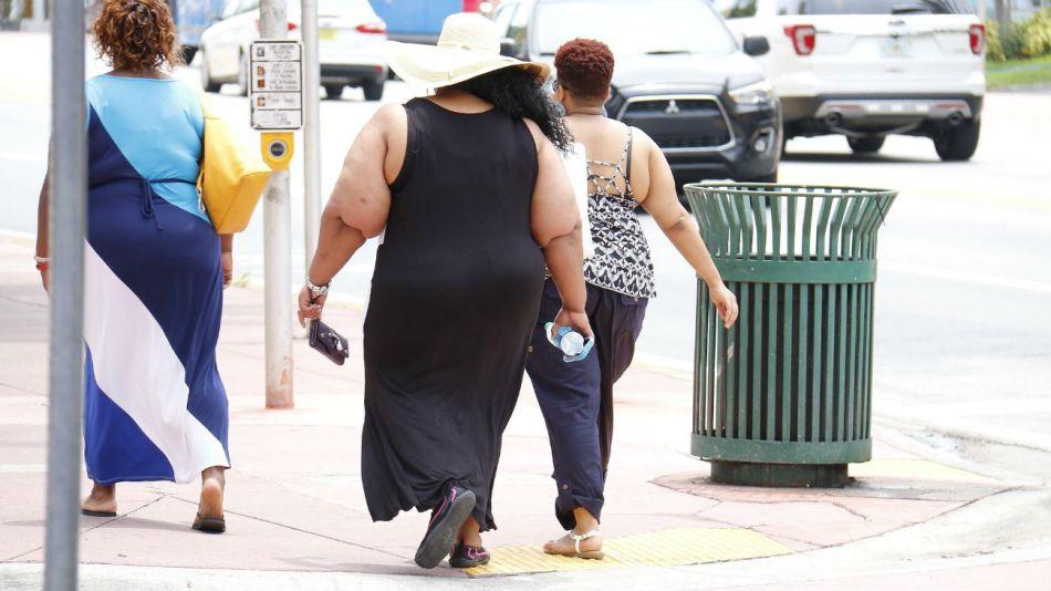La prevalencia de obesidad severa entre los adultos negros era la más alta.