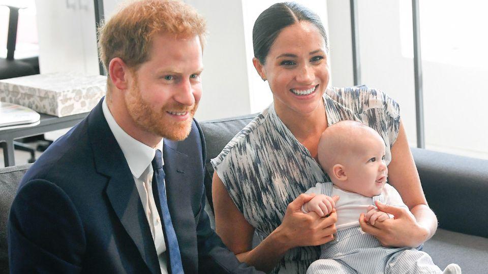 El príncipe británico Harry y de su esposa, Meghan Markle, con su hijo en Canadá