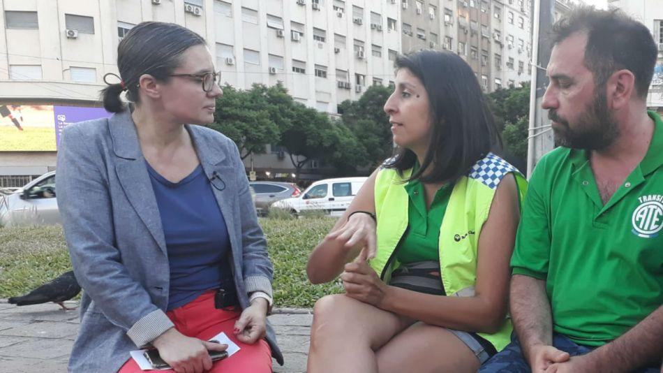 Gisela Marziotta en diálogo con los manifestantes.