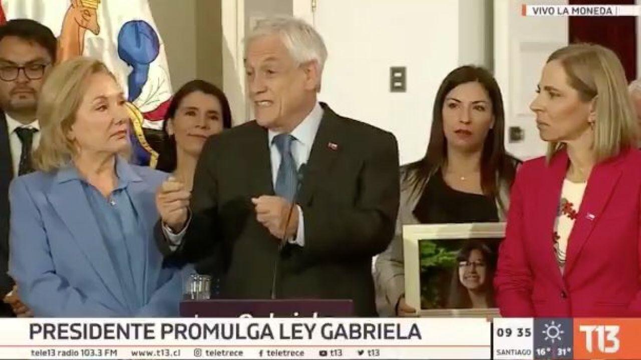 Piñera promulgando la ley Gabriela | Foto:cedoc