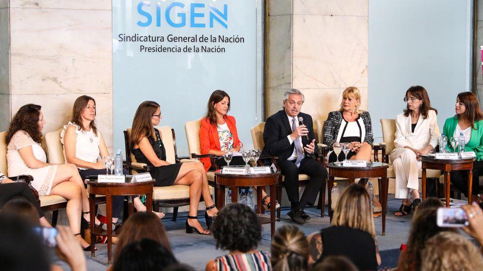 """Alberto Fernández participó hoy de la actividad """"Mujeres argentinas en el gobierno"""""""