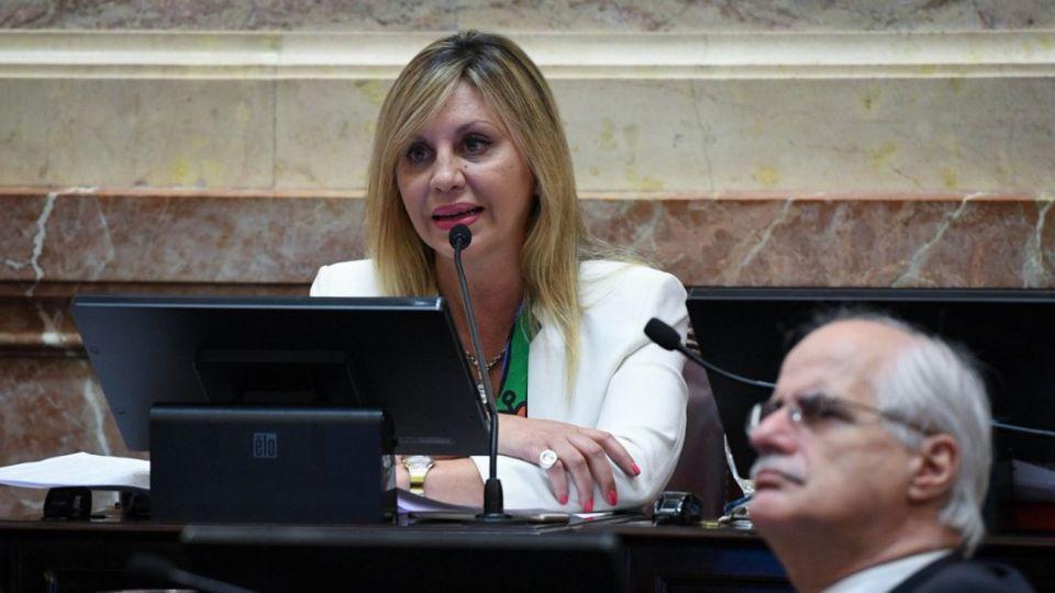 La presidenta de la Comisión de Asuntos Constitucionales,  de la Cámara Alta, María de los Angeles Sacnun.