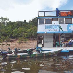 En la otra página, Rubinho dio cátedra de tucunaré en este viaje con base en su barco hotel Doutores das Aguas