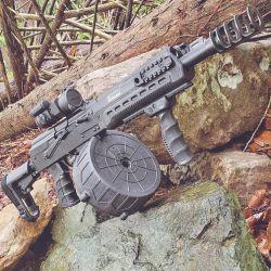 La Komrad Kalashnikov, un verdadero fusil de asalto que dispara cartuchos de escopeta calibre 12. Un increíble poder de fuego.