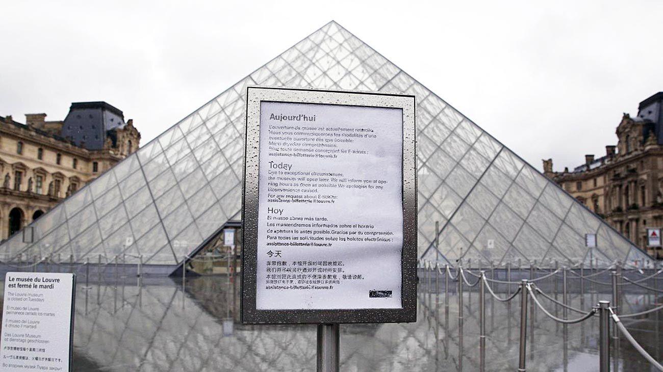Louvre. Cerrado desde el 1º de marzo, el museo parisino abrió sus puertas. Pero no acepta billetes.