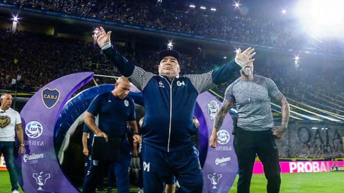 La Bombonera le rindió honores a Maradona