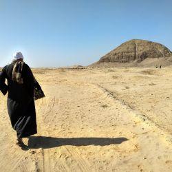 A primera vista, la pirámide de Hawara es decepcionante porque el complejo se ha derrumbado parcialmente. Foto: Simone A. Mayer, dpa.