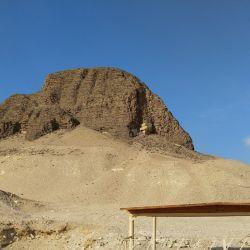La tumba de Sesostris IIn cerca de Lahúnn fue construida en parte con ladrillos de adobe. Con el tiempo, el clima los ha destruido. Foto: Simone A. Mayer/dpa.
