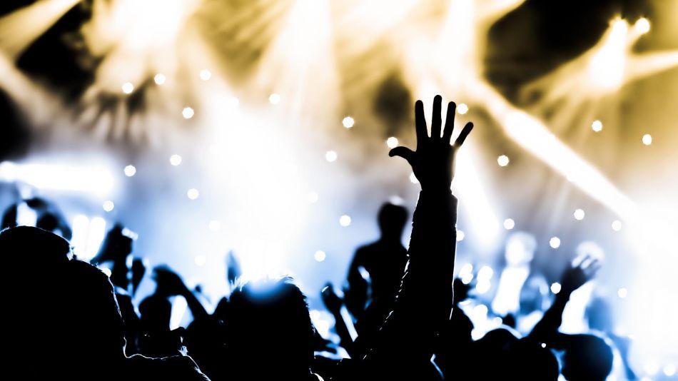 No hay suspensión, por el momento, de actividades culturales, de espectáculos o deportivas.