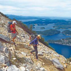 Disfrutando de vistas espectaculares mientras se desciende por el mismo sendero que se utilizó para ascender.