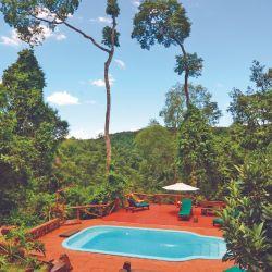 Tacuapí Lodge, cerca de Aristóbulo del Valle, ofrece una inmersión en la selva sobre un cerro.