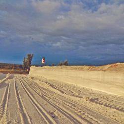 La Salina Colorada es un paisaje bucólico en la soledad de la estepa.