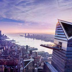 Los visitantes están parados sobre una plataforma de vidrio transparente, ubicada a 344 m de altura. Desde allí pueden apreciar toda la ciudad.
