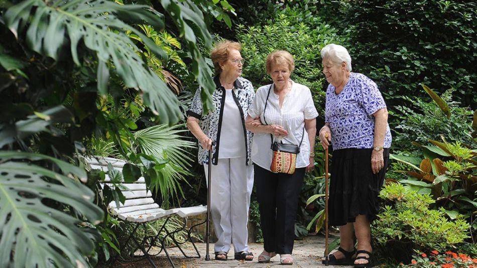 Los adultos mayores son más vulnerables al virus.
