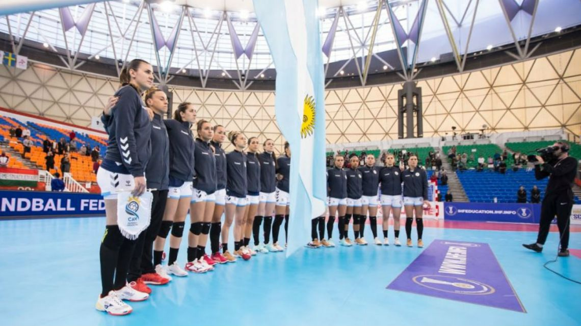 Pese al coronavirus, la selección femenina de handball debe viajar al Preolímpico de España
