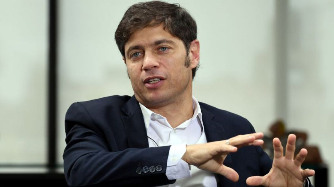 Governor of Buenos Aires, Axel Kicillof, discusses the importance of travelers complying with mandatory isolation when arriving from countries of risk.