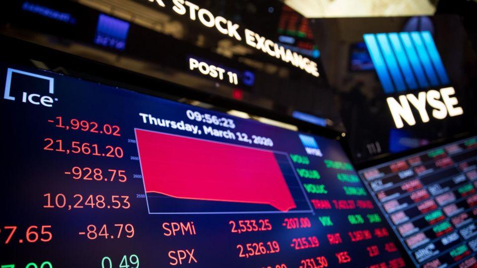 Las pizarras en Rojo este Jueves en la Bolsa de Nueva York.