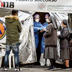 Una carpa sanitaria en Italia, donde las muertes se incrementaron un 57% el fin se semana pasado.  | Foto:cedoc