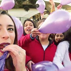Lyna Vallejos y sus fans   Foto:Cedoc