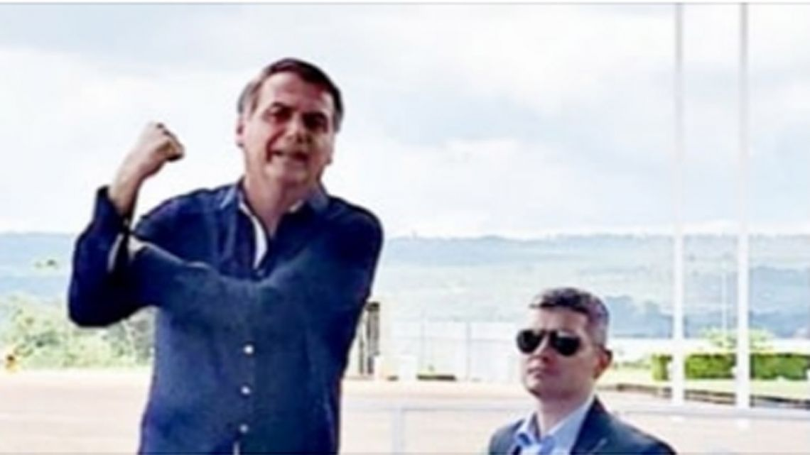 The image with which Jair Bolsonaro announced he had tested negative for Covid-19.