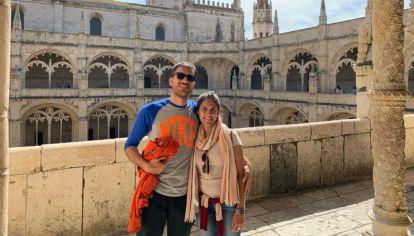 Hernan y su pareja, durante el viaje en Europa que emprendieron el 28 de febrero.
