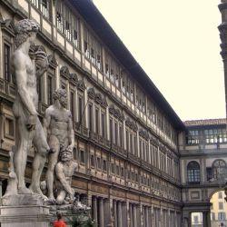 La famosa Galleria Degli Ufizzi contiene una de las más antiguas y famosas colecciones de arte del mundo.