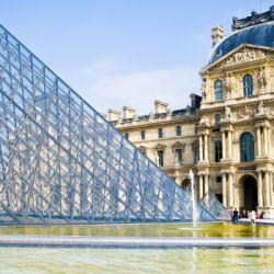 El Louvre, otrora palacio real, alberga obras que van desde el año 7 a. C hasta el 1850.