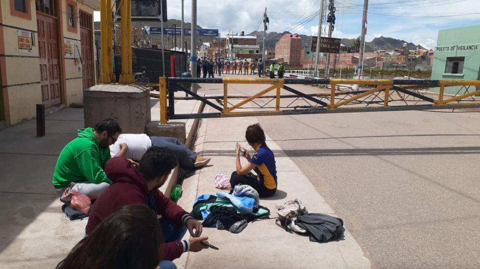 Argentinos varados en la frontera de Perú