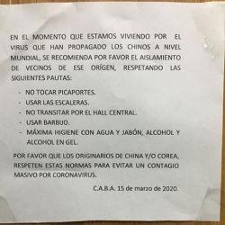 El cartel anónimo. | Foto:Cedoc.