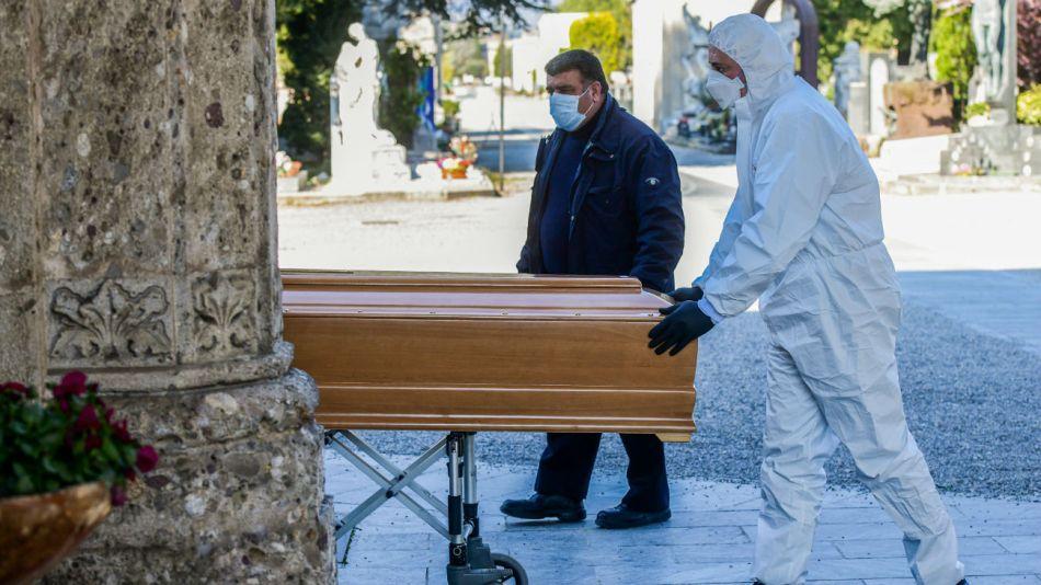 Una ley de emergencia nacional emitida la semana pasada prohibió las ceremonias civiles y religiosas, incluidos los funerales.