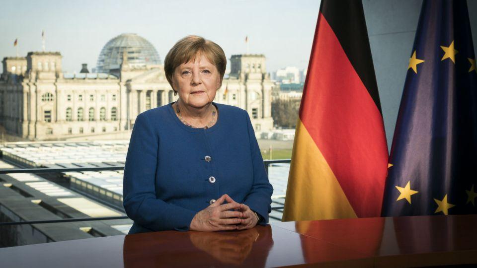 """La pidió a los alemanes """"tomarse en serio"""" la amenaza del virus."""
