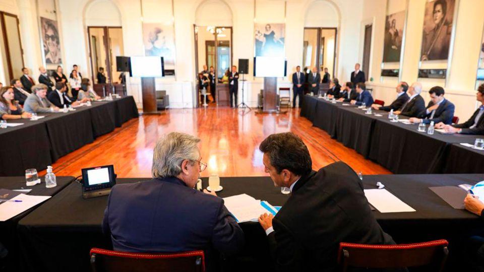 Alberto Fernández con líderes del oficialismo y la oposición
