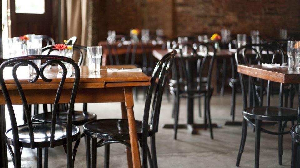 Un estudio revela que esta semana el sector gastronómico sufrió una fuerte caída en el consumo por la pandemia. Qué clientes perdieron.
