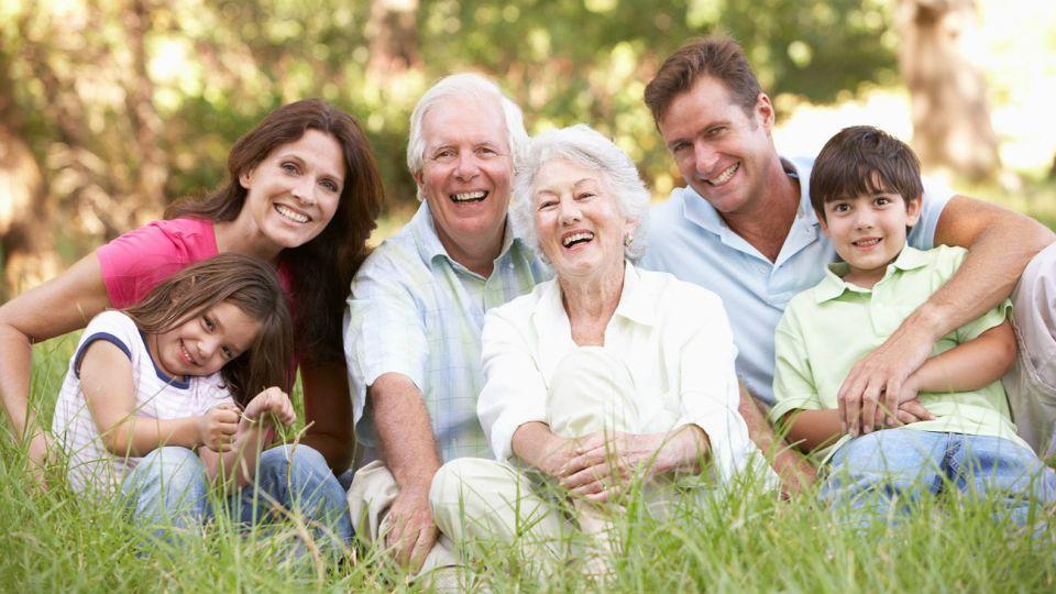 La colaboración intergeneracional es clave.