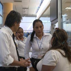 Los representantes de la ley y los empleados de las lineas aéreas enfrentan escaramuzas y personas potencialmente peligrosas.