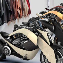 El chasis y los pedales están realizados en madera, que vendrá en cuatro acabados diferentes: ébano, roble, cedro y ceniza.