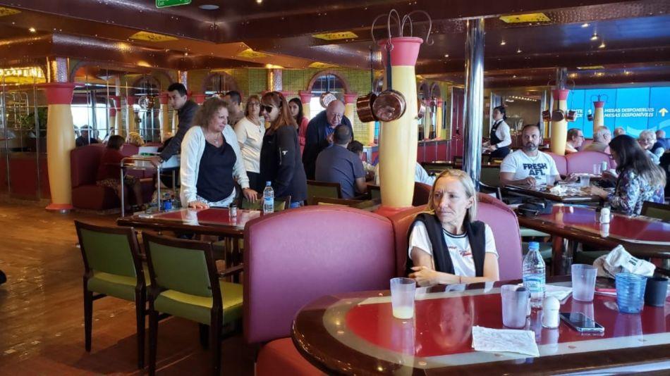 En el crucero viajan 1.600 argentinos.