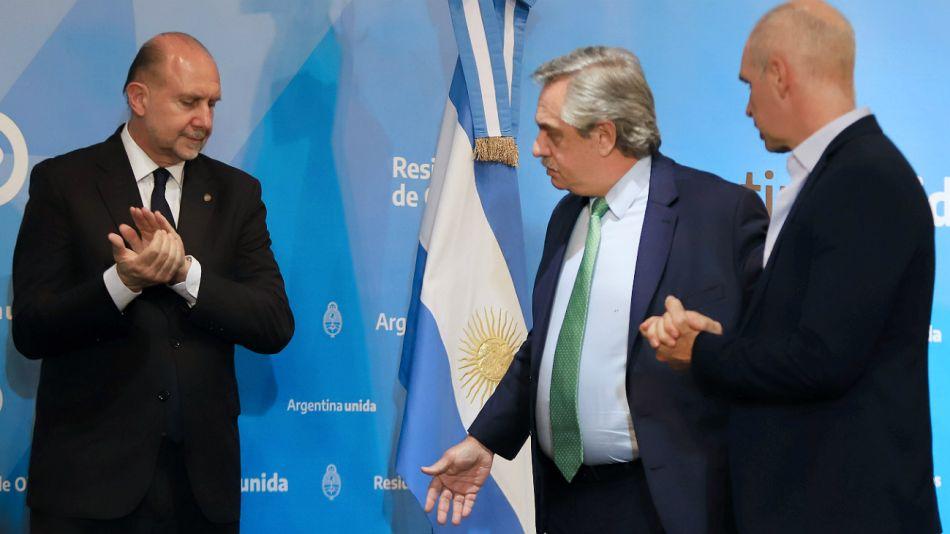 Perotti y Rodríguez Larreta rodean a Alberto Fernández, antes del discurso en Olivos.