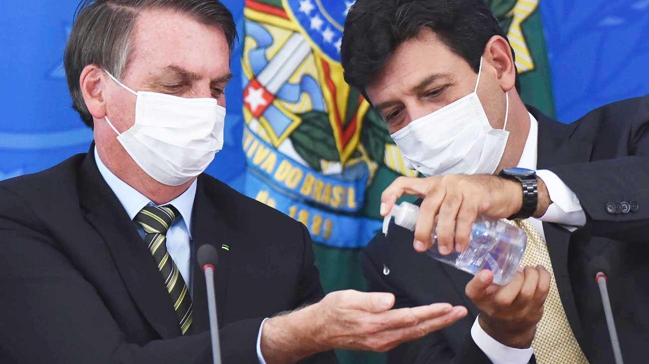 Brasil bate el récord de muertes diarias y compra 240 millones de barbijos
