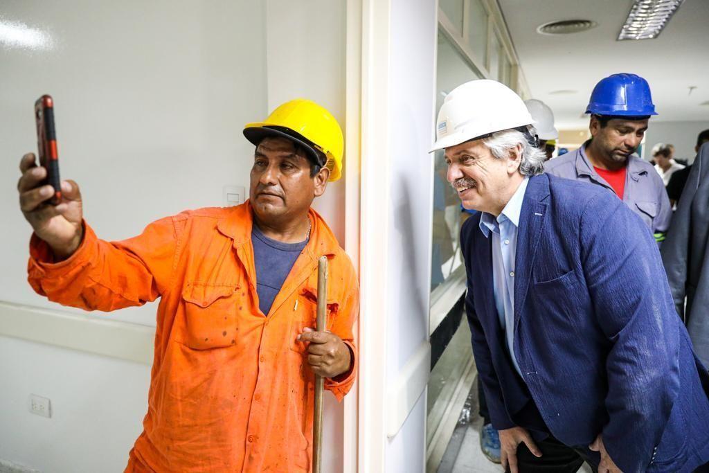 Alberto Fernández visitó un hospital que será terminado para recibir pacientes del coronavirus
