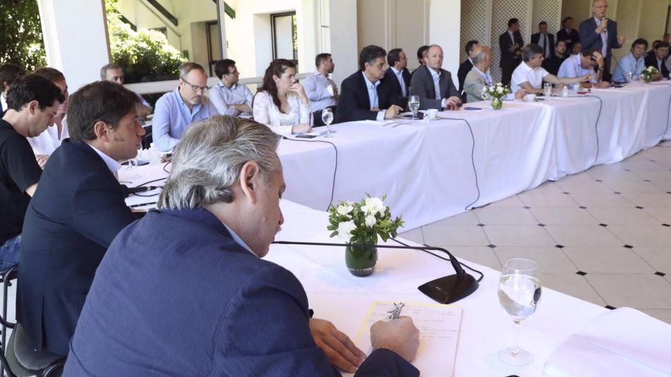 Alberto con los intendentes del conurbano y gobernador 20200323