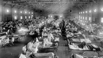 Un hospital de campaña en Kansas, EE.UU. durante la pandemia de 1918