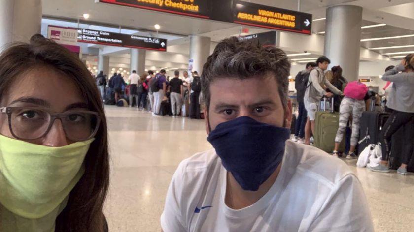 Venía desde España, ocultó los síntomas y se descompensó